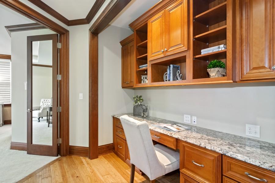 Real Estate Photography - 1335 Calcutta Ln, Naperville, IL, 60563 - Officette