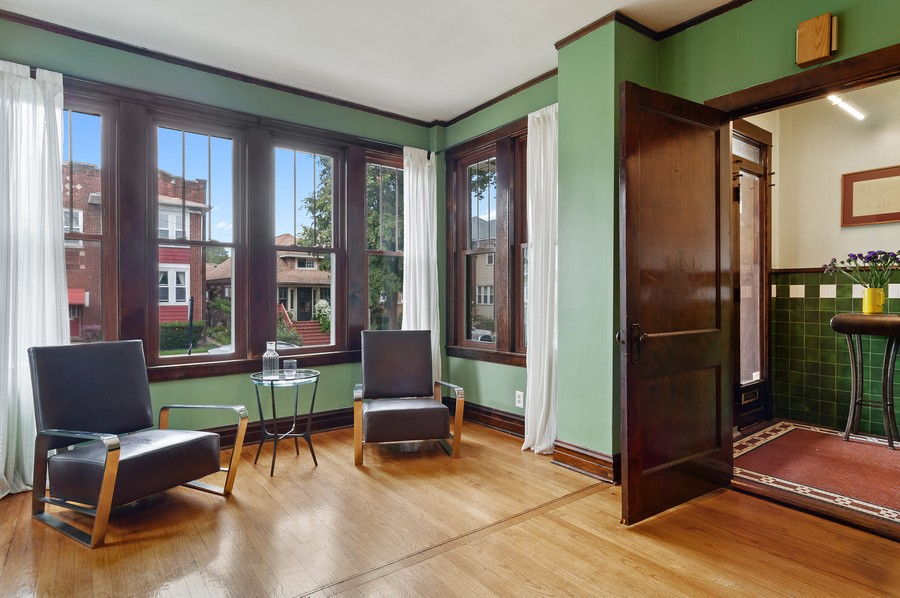 Real Estate Photography - 5029 N Sawyer Ave, Chicago, IL, 60625 - Foyer/Living Room