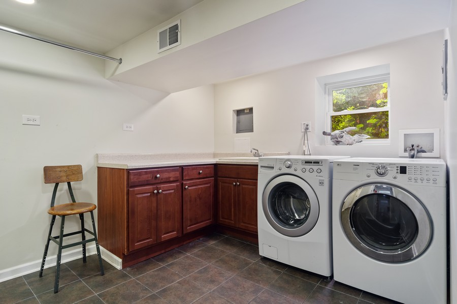 Real Estate Photography - 5029 N Sawyer Ave, Chicago, IL, 60625 - Laundry Room