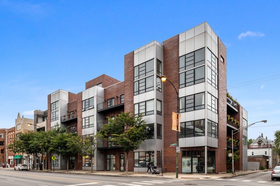 Real Estate Photography - 808 N Greenview, Unit 4C, Chicago, IL, 60642 - Front View