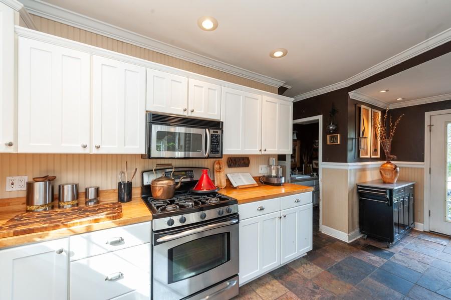 Real Estate Photography - 8910 Roland Dr, Barrington, IL, 60010 - Kitchen