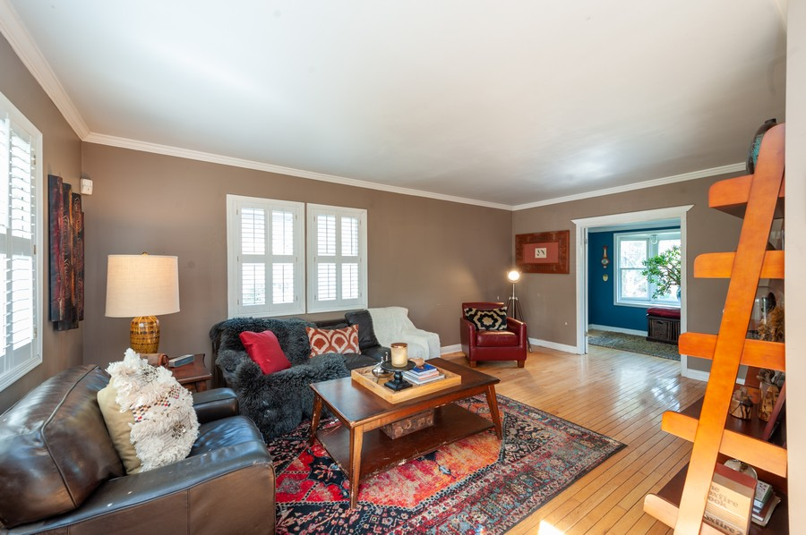 Real Estate Photography - 8910 Roland Dr, Barrington, IL, 60010 - Family Room