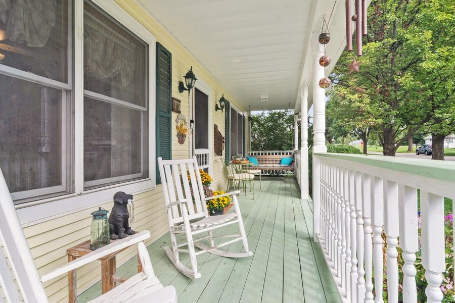Real Estate Photography - 310 N Owen Street, Mount Prospect, IL, 60056 - Porch