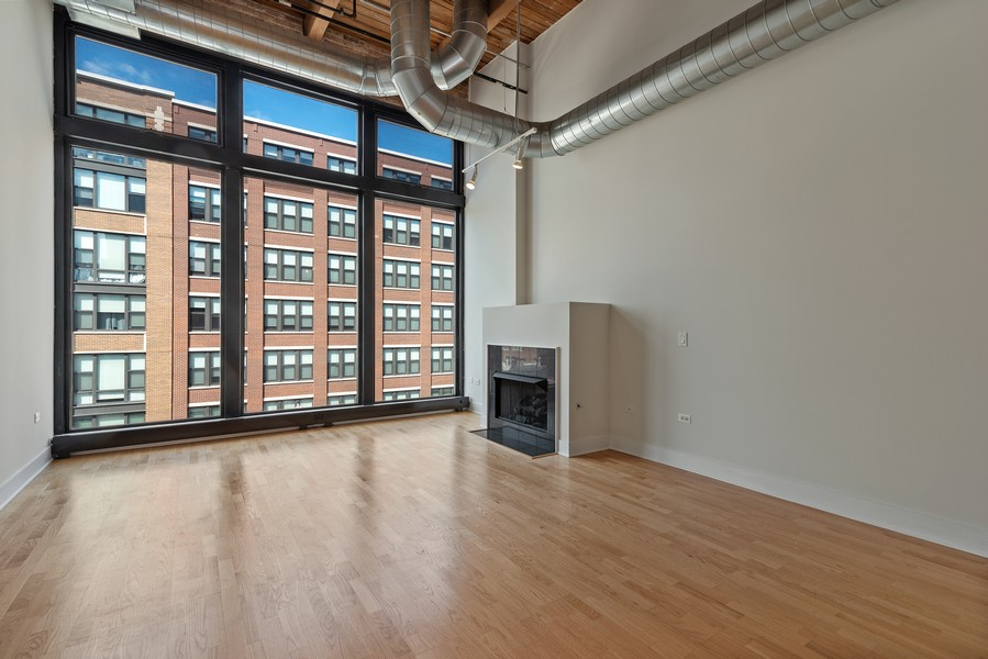 Real Estate Photography - 2303 S Michian, Chicago, IL, 60616 - Living Room