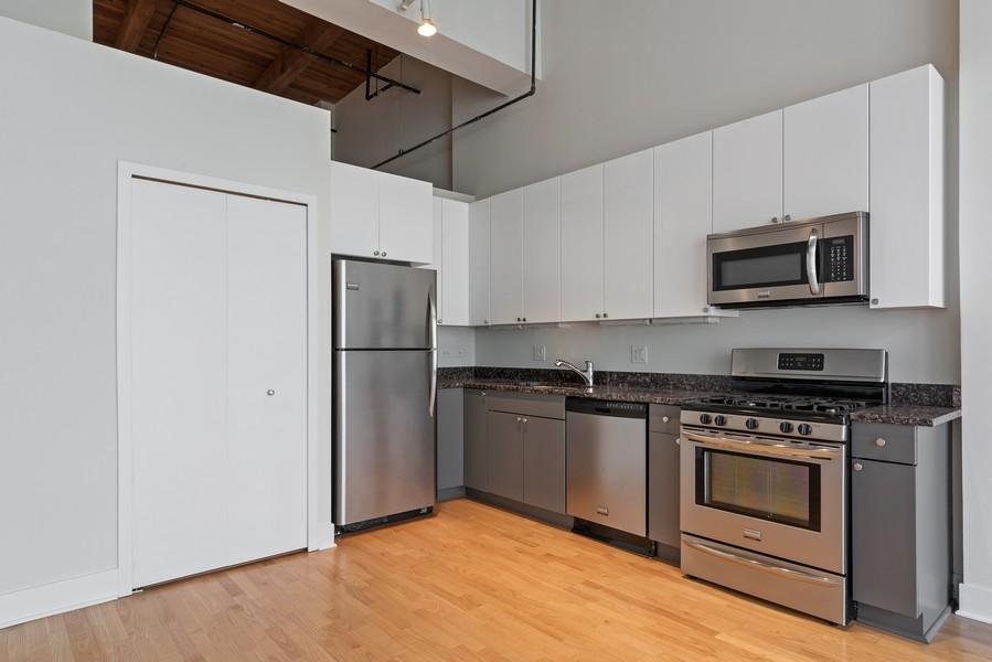 Real Estate Photography - 2303 S Michian, Chicago, IL, 60616 - Kitchen