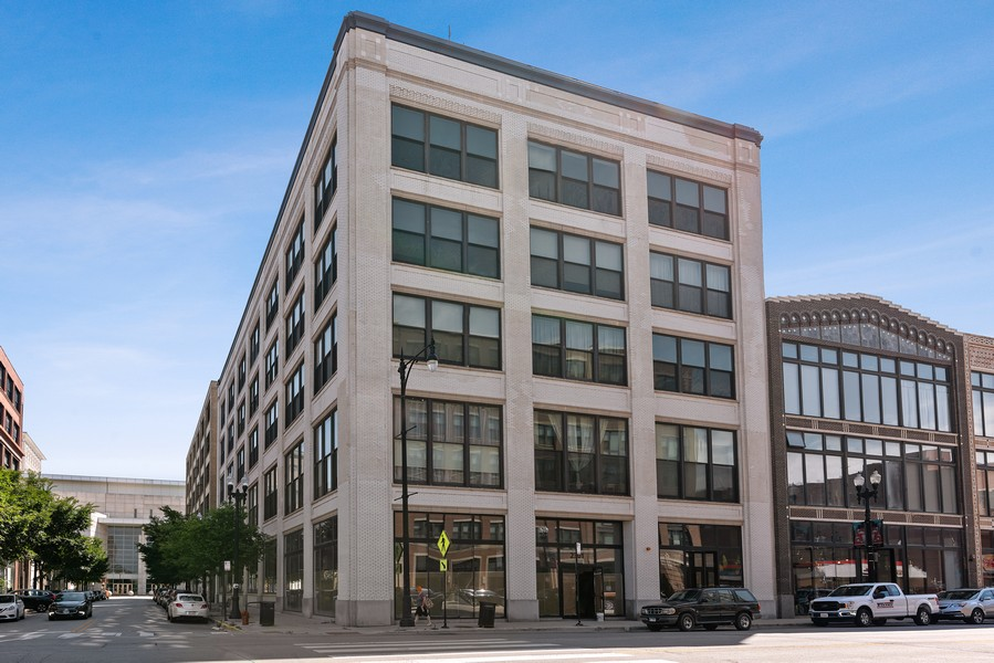Real Estate Photography - 2303 S Michian, Chicago, IL, 60616 - Front View