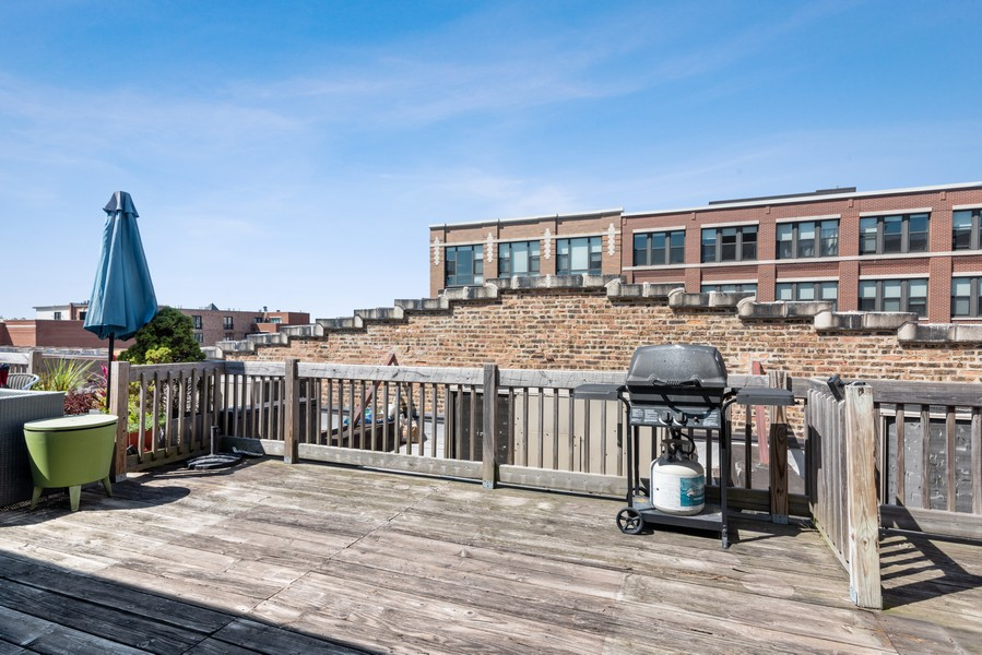Real Estate Photography - 2303 S Michian, Chicago, IL, 60616 - Deck