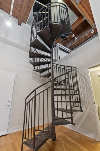 Real Estate Photography - 2303 S Michian, Chicago, IL, 60616 - Staircase