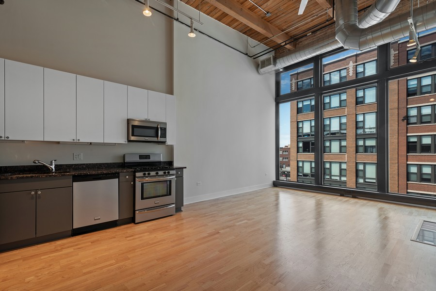 Real Estate Photography - 2303 S Michian, Chicago, IL, 60616 - Kitchen / Living Room