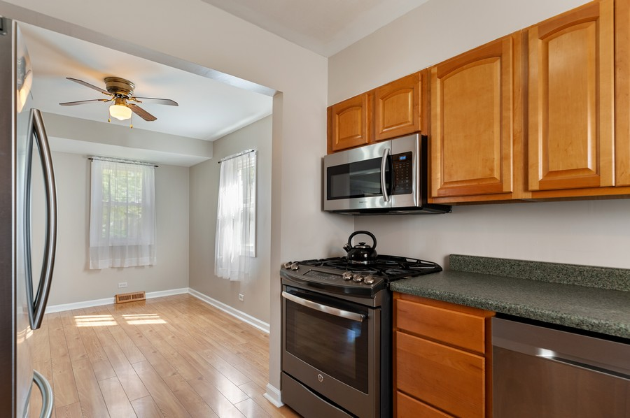 Real Estate Photography - 613 Redwing, Round Lake, IL, 60073 - Kitchen / Breakfast Room
