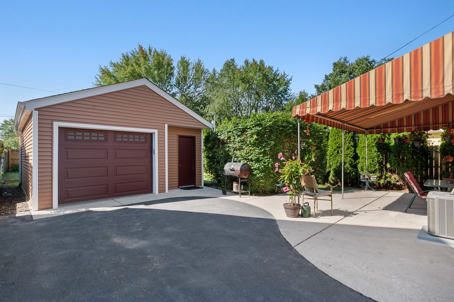 Real Estate Photography - 613 Redwing, Round Lake, IL, 60073 - Garage