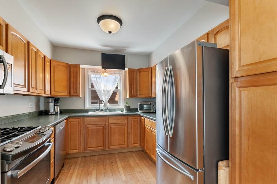 Real Estate Photography - 613 Redwing, Round Lake, IL, 60073 - Kitchen