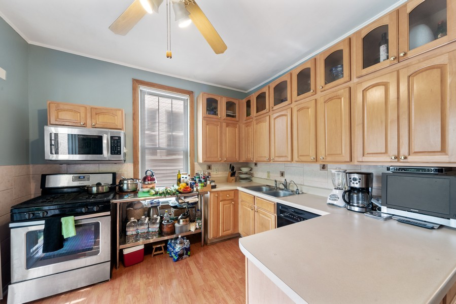 Real Estate Photography - 313 Harrison, Oak Park, IL, 60304 - Kitchen
