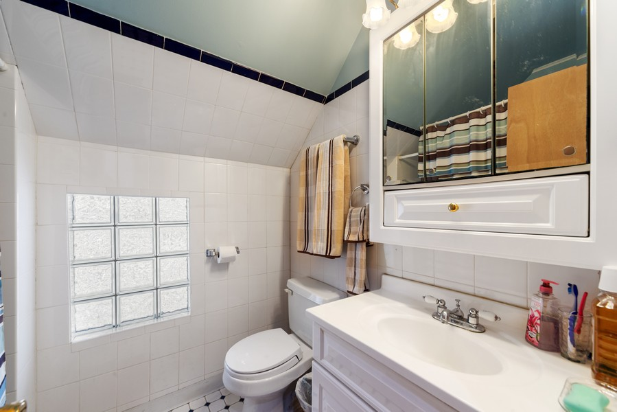Real Estate Photography - 313 Harrison, Oak Park, IL, 60304 - Full Bathroom (upstairs)