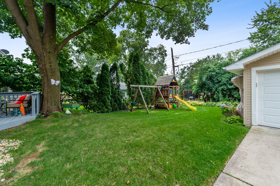 Real Estate Photography - 4200 Rose Avenue, Western Springs, IL, 60558 - Back Yard