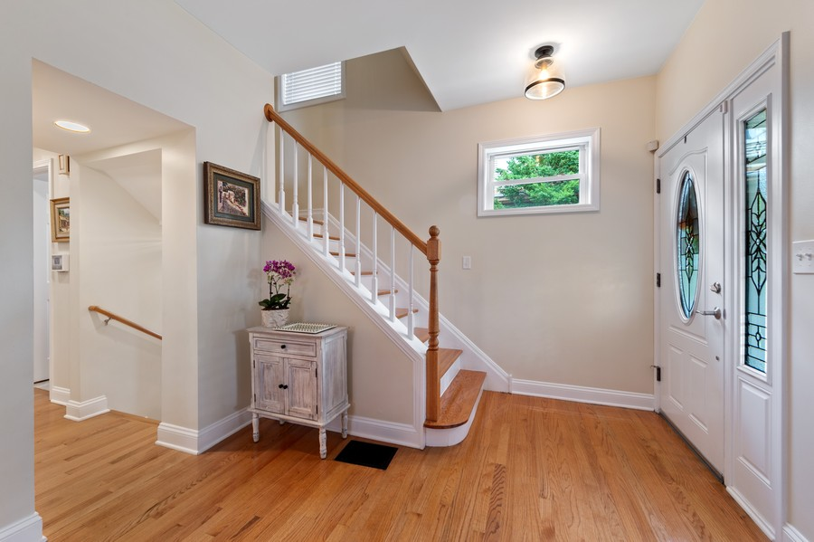 Real Estate Photography - 4200 Rose Avenue, Western Springs, IL, 60558 - Foyer