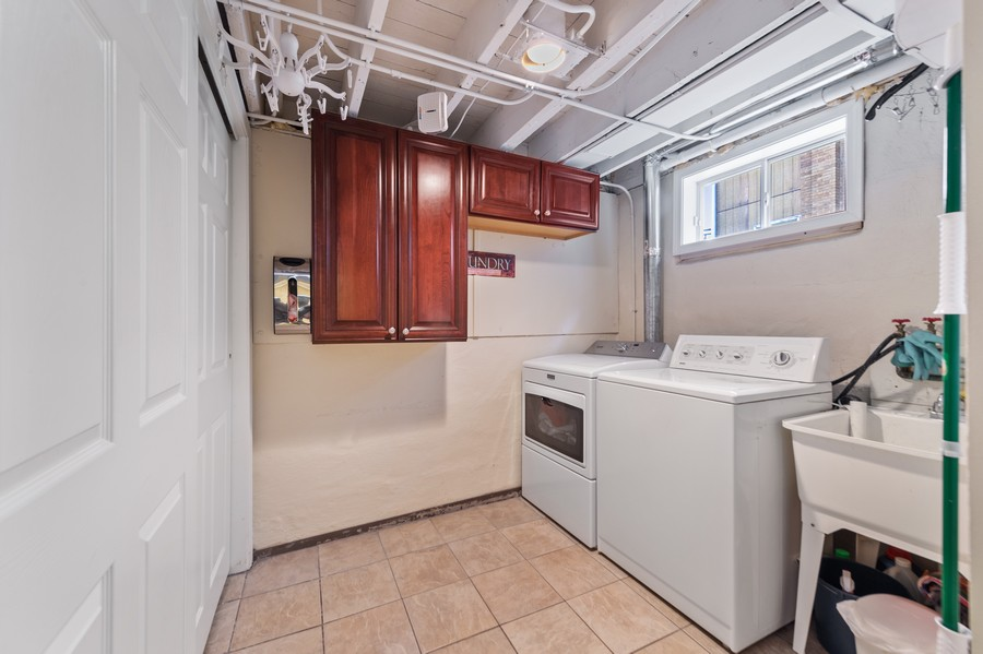 Real Estate Photography - 4200 Rose Avenue, Western Springs, IL, 60558 - Laundry Room