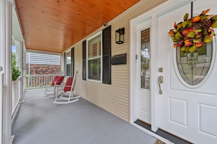 Real Estate Photography - 4200 Rose Avenue, Western Springs, IL, 60558 - Porch