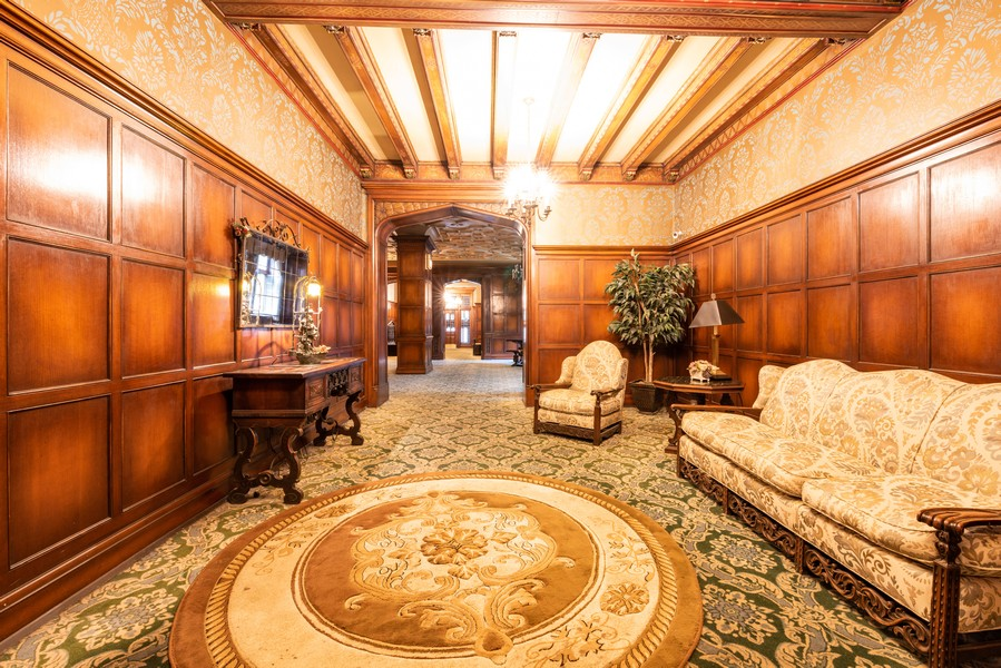 Real Estate Photography - 6901 S Oglesby Avenue, Unit 7A, Chicago, IL, 60649 - Lobby
