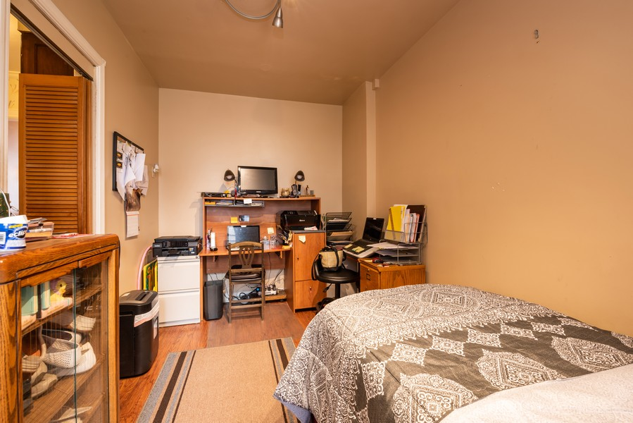 Real Estate Photography - 6901 S Oglesby Avenue, Unit 7A, Chicago, IL, 60649 - 2nd Bedroom
