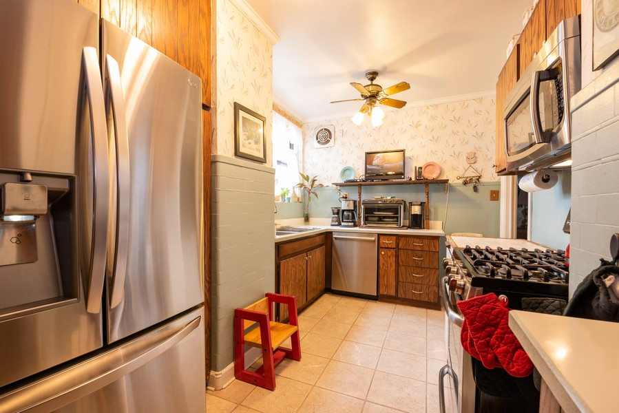 Real Estate Photography - 6901 S Oglesby Avenue, Unit 7A, Chicago, IL, 60649 - Kitchen