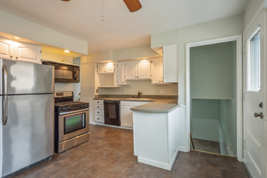 Real Estate Photography - 1326 S Dunton, Arlington Heights, IL, 60005 - Kitchen