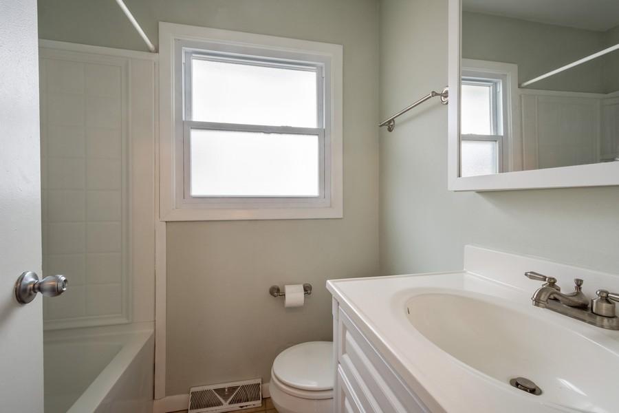 Real Estate Photography - 1326 S Dunton, Arlington Heights, IL, 60005 - Bathroom