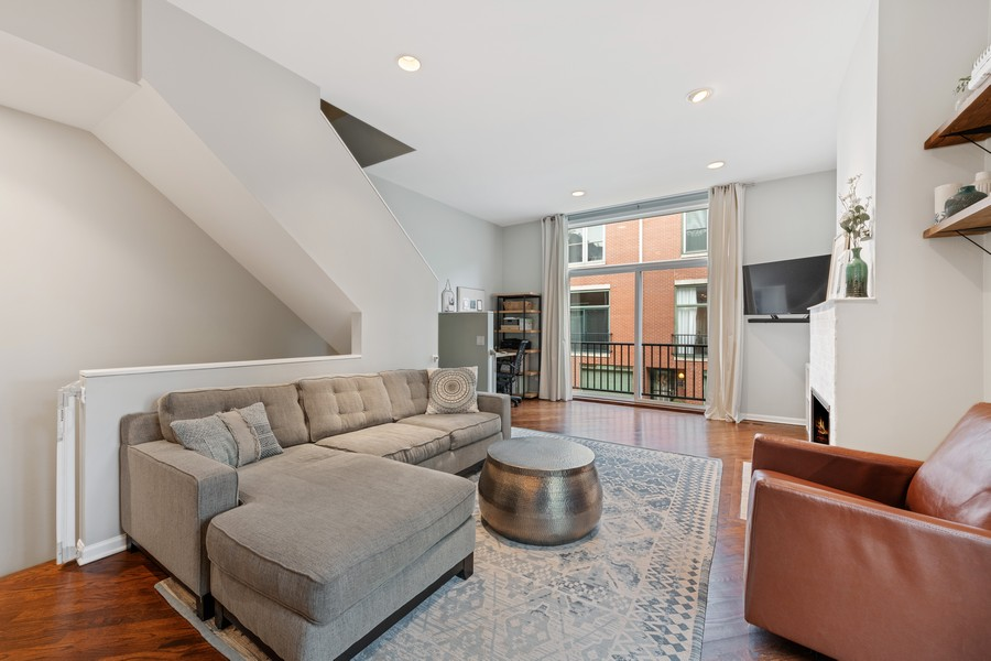 Real Estate Photography - 1755 N Hermitage #A, Chicago, IL, 60622 - Living Room