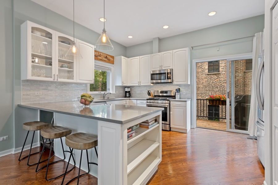 Real Estate Photography - 1755 N Hermitage #A, Chicago, IL, 60622 - Kitchen