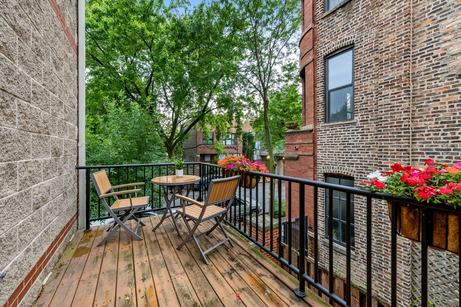 Real Estate Photography - 1755 N Hermitage #A, Chicago, IL, 60622 - Deck