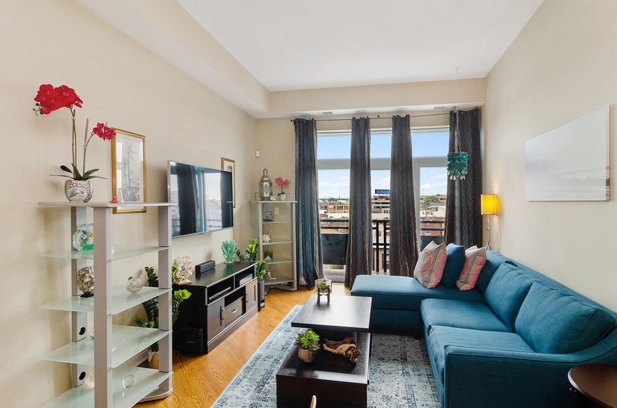 Real Estate Photography - 2317 W. Wolfram #513, Chicago, IL, 60618 - Living Room