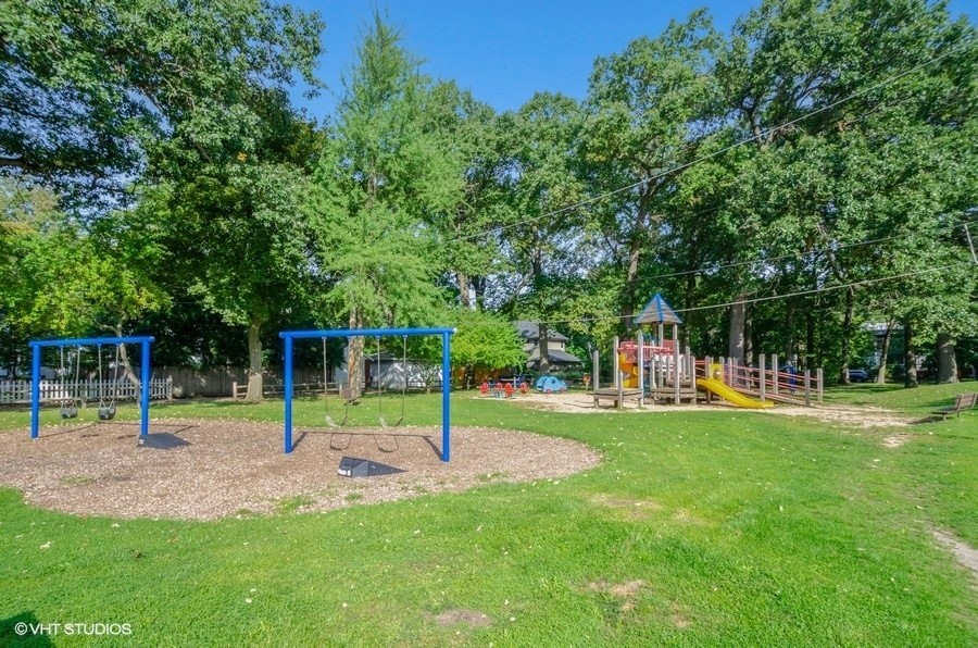 Real Estate Photography - 2749 Woodbine Avenue, Evanston, IL, 60201 -