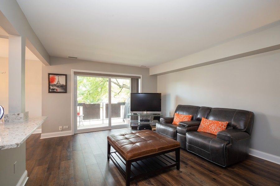 Real Estate Photography - 100 S. Vail Ave, Unit 105, Arlington Heights, IL, 60005 - Living Room
