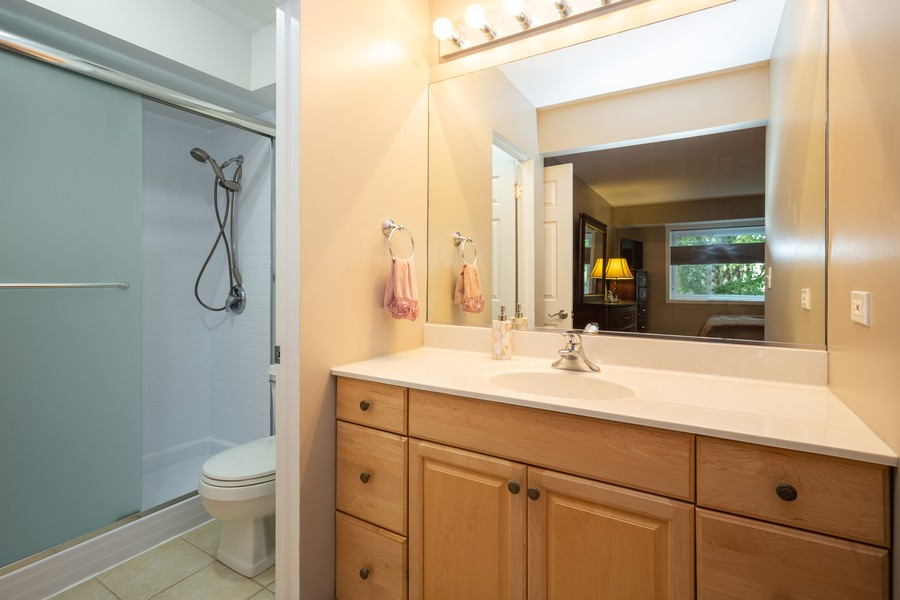 Real Estate Photography - 100 S. Vail Ave, Unit 105, Arlington Heights, IL, 60005 - Master Bathroom