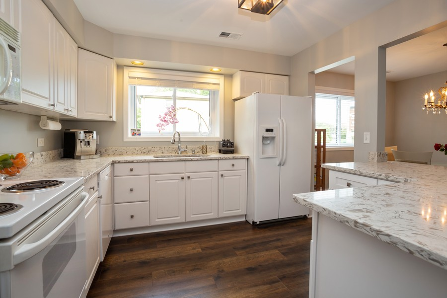 Real Estate Photography - 100 S. Vail Ave, Unit 105, Arlington Heights, IL, 60005 - Kitchen