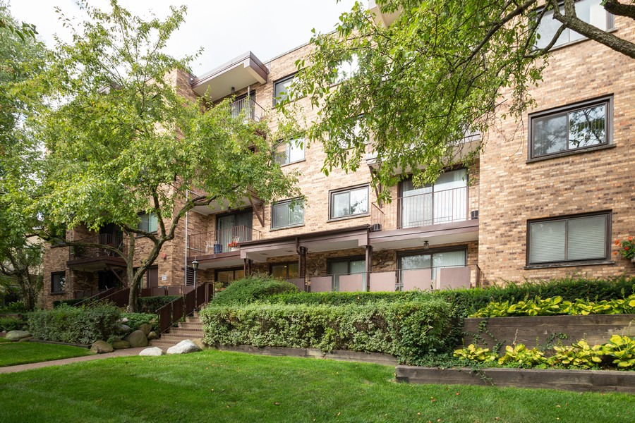 Real Estate Photography - 100 S. Vail Ave, Unit 105, Arlington Heights, IL, 60005 - Front View