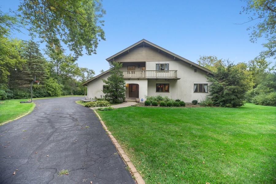 Real Estate Photography - 3 Sara Lane, Barrington, IL, 60010 - Front View
