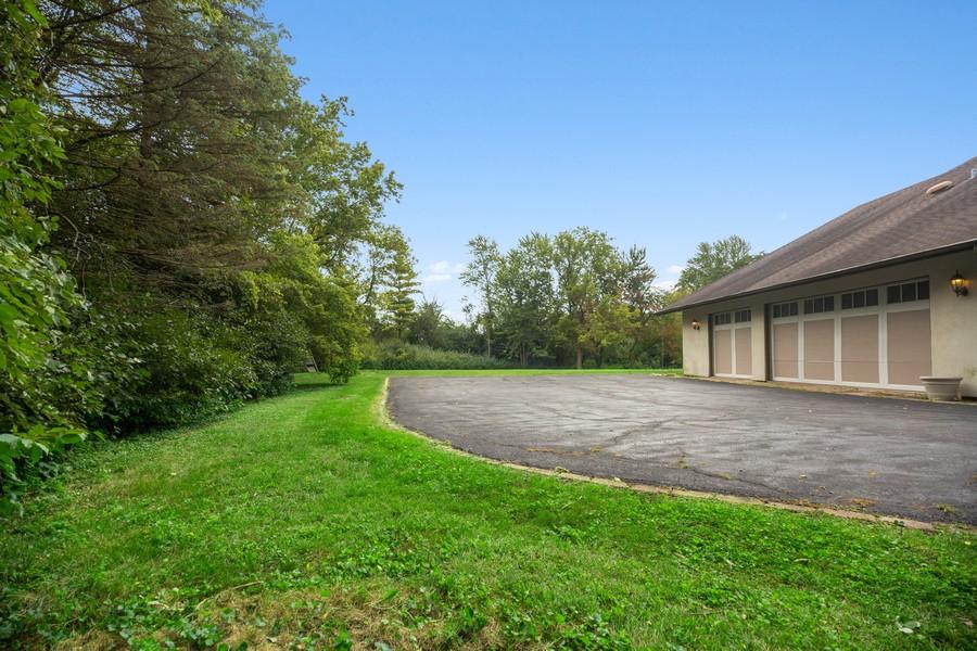 Real Estate Photography - 3 Sara Lane, Barrington, IL, 60010 - Side View
