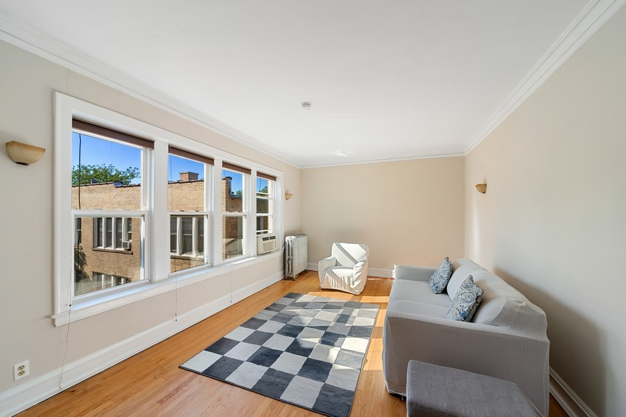 Real Estate Photography - 6423 N Newgard Ave, #3, Chicago, IL, 60626 - Living Room