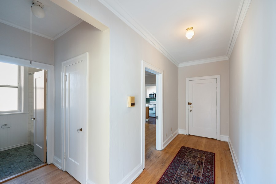 Real Estate Photography - 6423 N Newgard Ave, #3, Chicago, IL, 60626 - Foyer