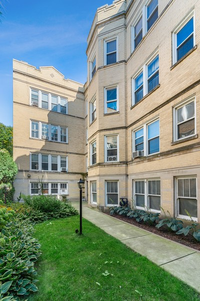Real Estate Photography - 6423 N Newgard Ave, #3, Chicago, IL, 60626 - Front View