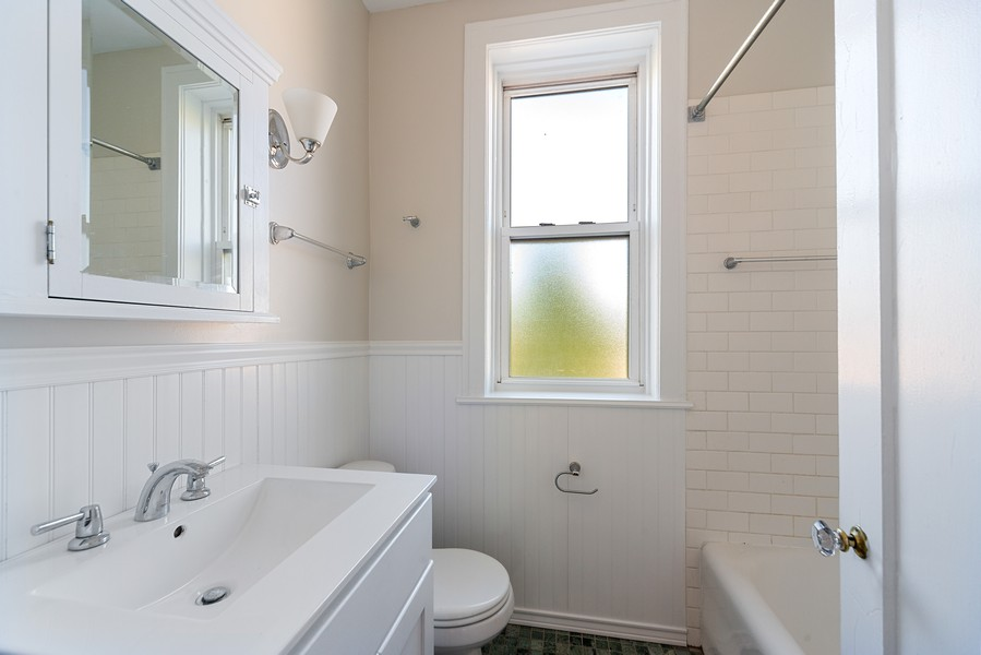 Real Estate Photography - 6423 N Newgard Ave, #3, Chicago, IL, 60626 - Bathroom