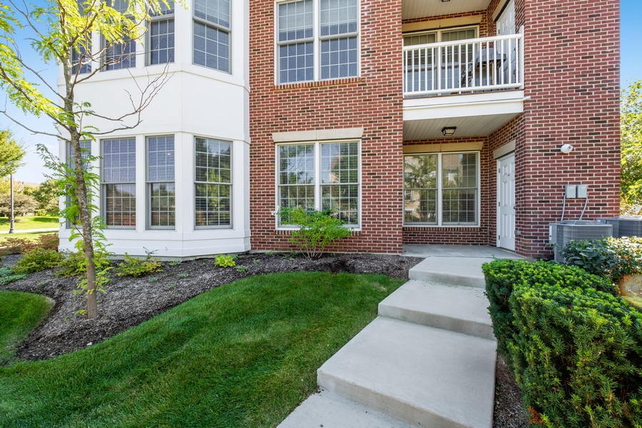 Real Estate Photography - 1698 Patriot Blvd, Glenview, IL, 60026 - Side View