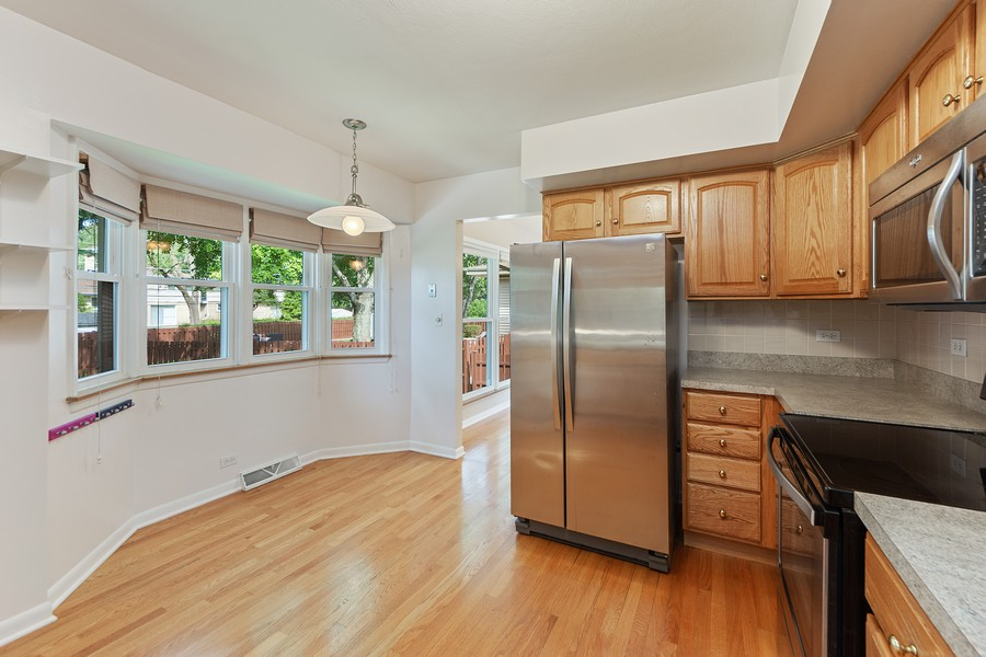 Real Estate Photography - 1912 N Spruce Terrace, Arlington Heights, IL, 60004 - Kitchen / Breakfast Room