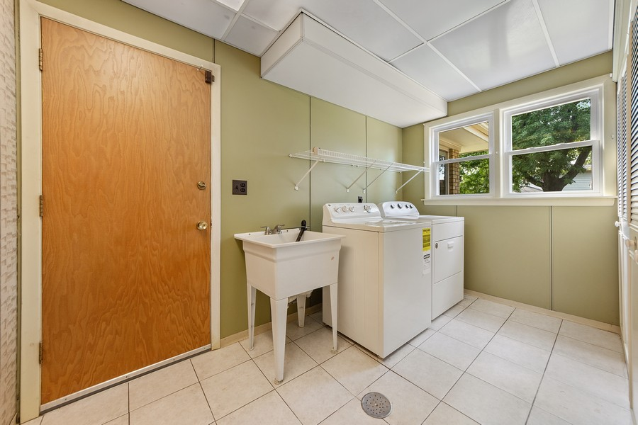 Real Estate Photography - 1912 N Spruce Terrace, Arlington Heights, IL, 60004 - Mudroom