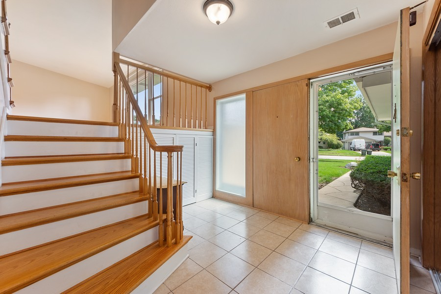 Real Estate Photography - 1912 N Spruce Terrace, Arlington Heights, IL, 60004 - Foyer