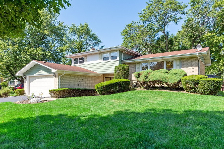 Real Estate Photography - 1912 N Spruce Terrace, Arlington Heights, IL, 60004 - Front View