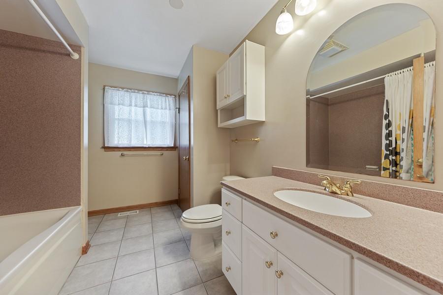 Real Estate Photography - 1912 N Spruce Terrace, Arlington Heights, IL, 60004 - Bathroom