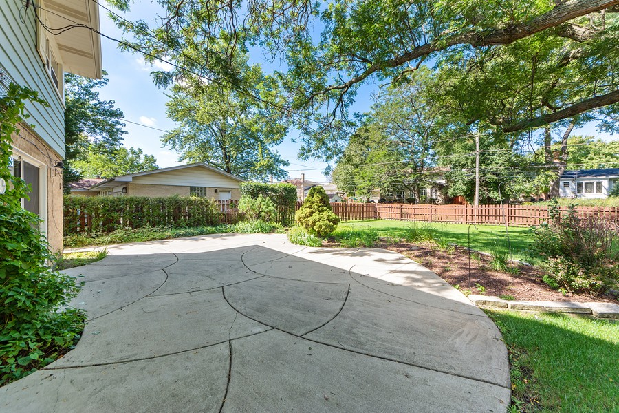 Real Estate Photography - 1912 N Spruce Terrace, Arlington Heights, IL, 60004 - Patio