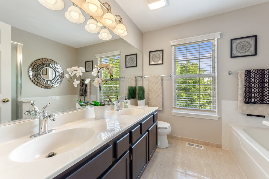 Real Estate Photography - 211 Buckingham Ct, Grayslake, IL, 60048 - Master Bathroom